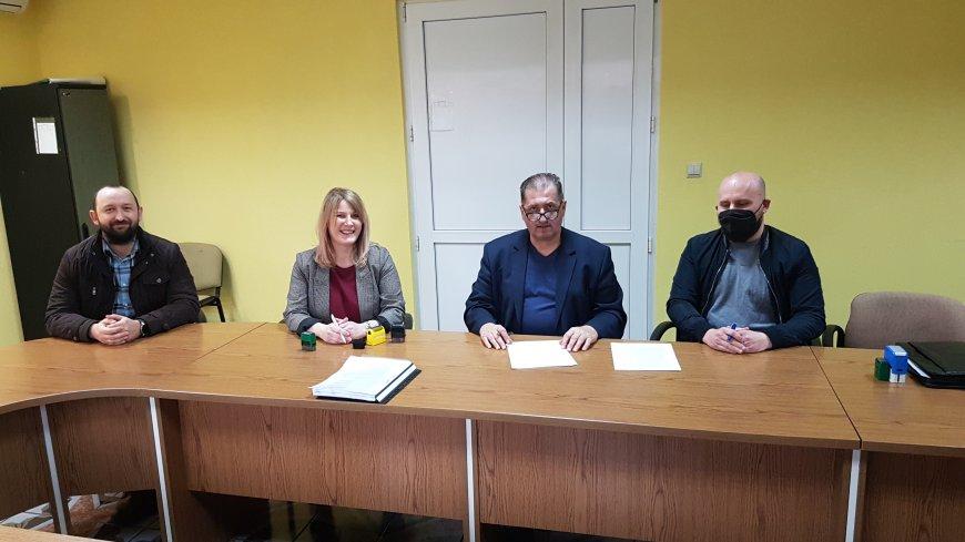 """Podpisanie umowy na wykonanie robót budowlanych """"Rozbudowa budynku Szkoły Podstawowej w Gościeszowicach"""""""
